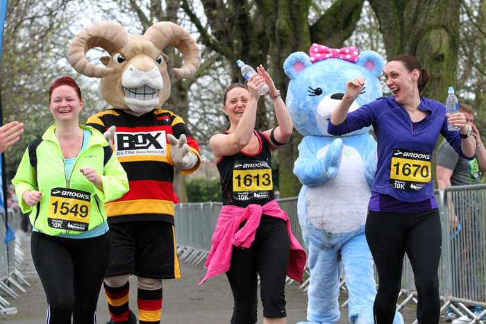 Roger the Ram with the fun runners